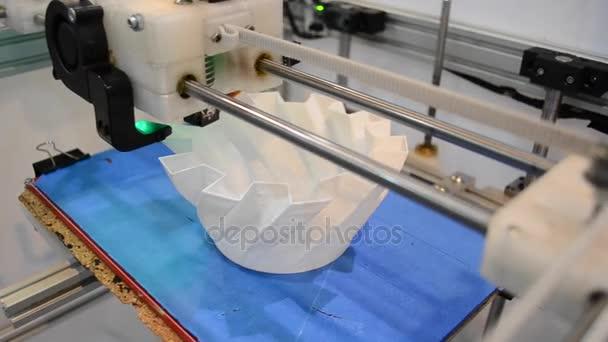 Tisk na 3d tiskárně a objemové tvar objektu detail