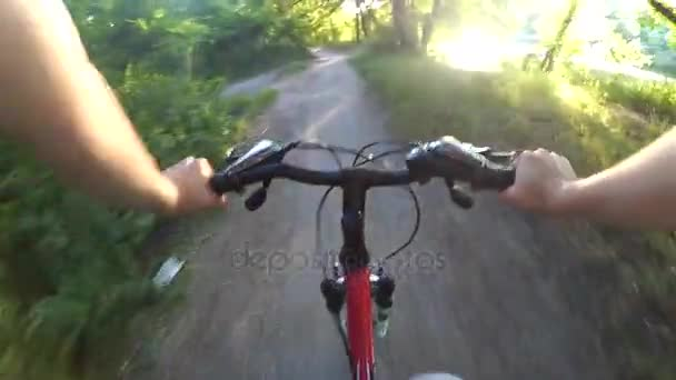 Jdi pro akční kamery cykloturistiku v lese