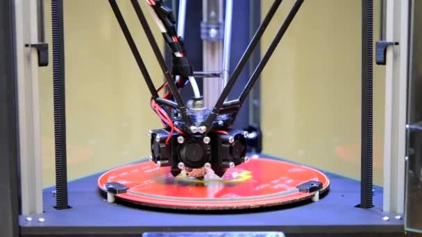 Automatische 3d Drucker führt plastischen Modellierung im Labor