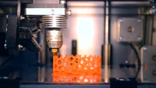 Automatický 3d tiskárna provádí plastikové modelářství v laboratoři