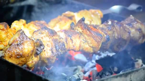 Smažené maso šíš kebab