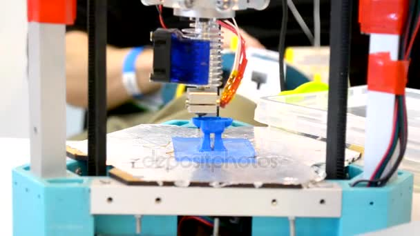 3D Druck Drucker hell blau Modell Nahaufnahme
