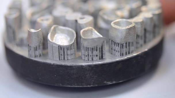 Dental crowns printed on metal 3d printer laser sintering machine