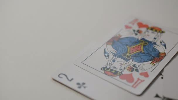 Kartenspiel mit Slow-Motion zu tun