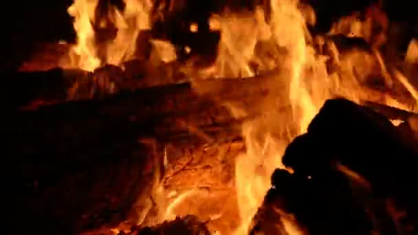 Horké uhlí a plamen