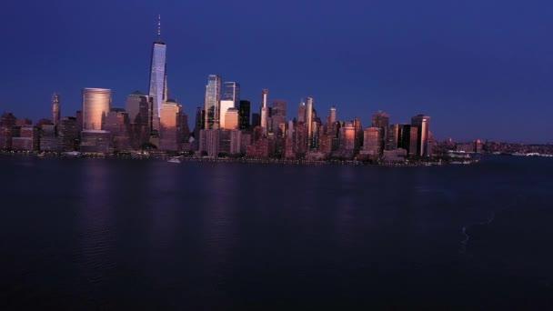4k Letecká fotografie New Yorku s řekami Hudson při západu slunce z Jersey City