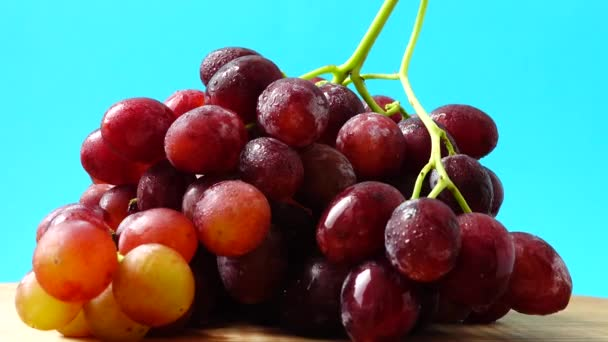 Grapes. Shooting in the movement.