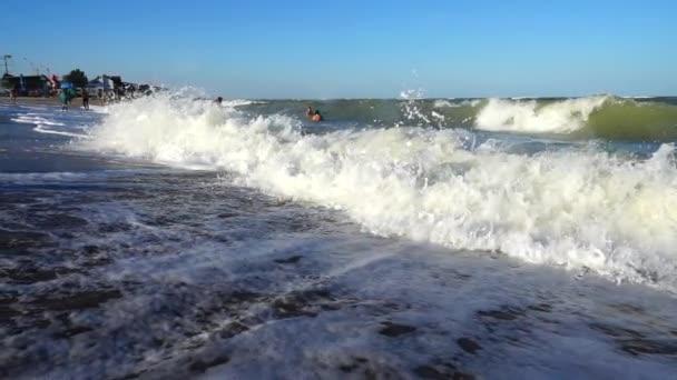 Tengeri hullám. Lassú mozgás. Tengeri hullám kilövése.