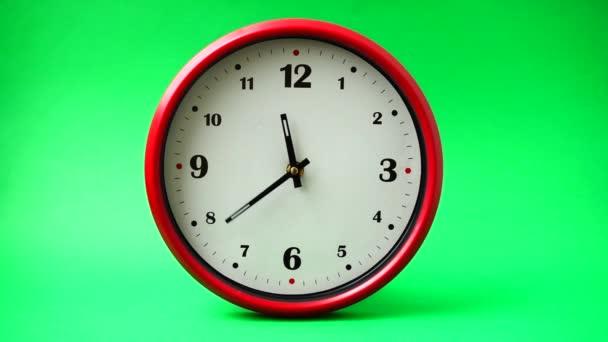 Natáčení hodin. Čas vypršel. Natáčení na zeleném pozadí.