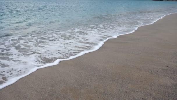 Zastřelení Atlantského oceánu ve městě La Coruna, Španělsko. Zpomal. Fotografování na pláži.