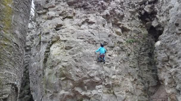 Climbers train to climb the rocks.