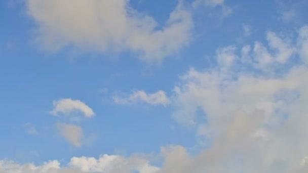 Mraky na obloze. Čas vypršel. Natáčení mraků.