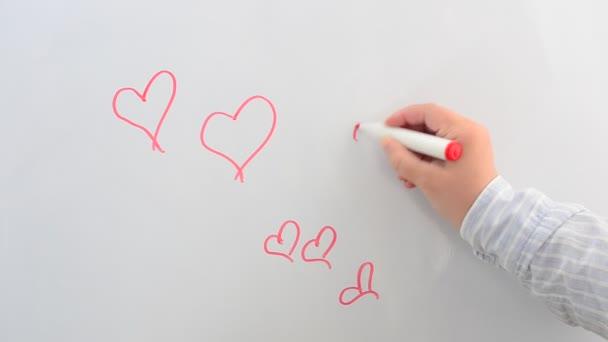 Kreslíme srdce na tabuli. Nakreslíme si značku.