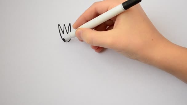 The child draws tableware. Drawing of a spoon, fork and knife.