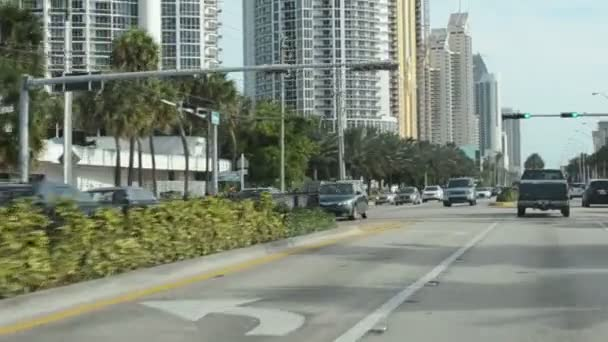Pohyb auta v Miami. - Jo. Silnice do Miami