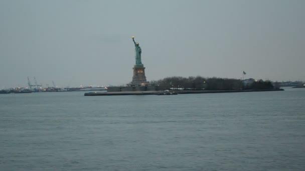 Hudson, irány a Szabadság-szobor, New York. Szabadság-szobor, New York