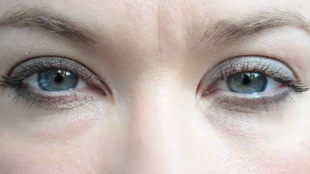 Oči a pohled. Oči a žena