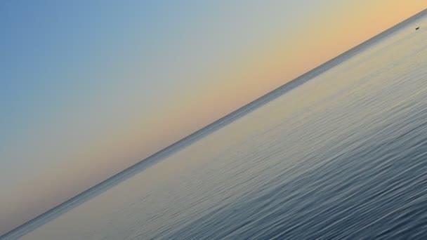 Naplemente a tenger felett. Szokatlan előrelátás a forgatásra