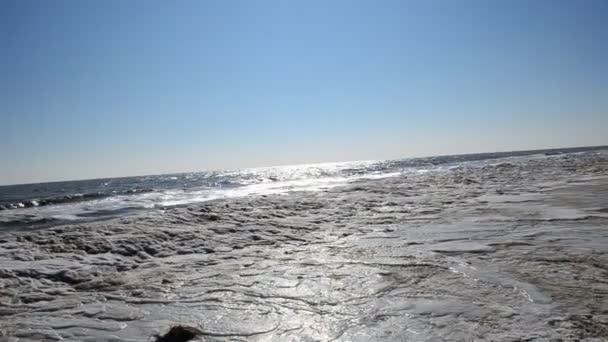 A befagyott tenger és hullám. Jég és nap