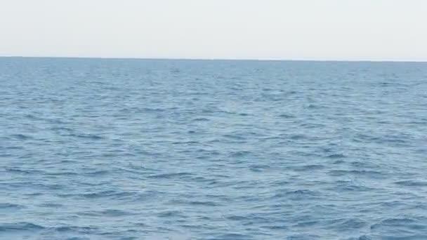 Natáčení na lodi ve Středozemním moři.
