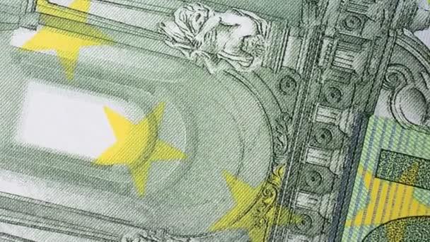 Sto eurobankovek. Střelba na peníze.