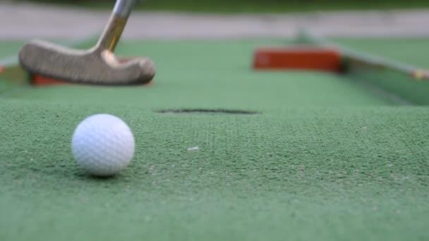 Golf. Natáčení v létě.