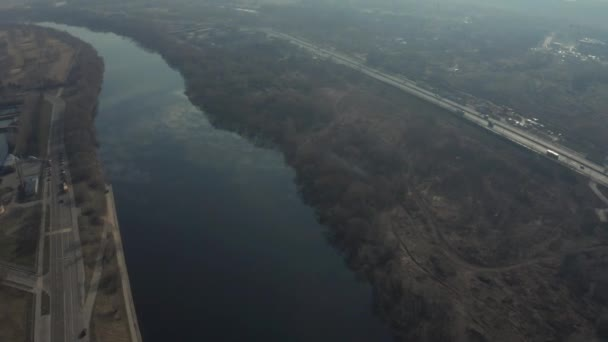 MOSKVA, RUSKO - 27. února: časné jaro, velká metropole ve smogu, 4K