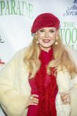 Rebecca Holden részt vesz a 88. éves hollywoodi karácsonyi felvonuláson, amelyen a Hollywood Boulevard-on, Hollywoodban és a CA-n is részt vesz