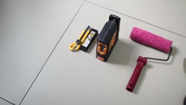 Různé nástroje pro tapetování