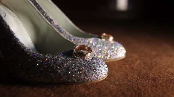 Ženské sprakling glamour luxusní boty na podpatku s zlaté kroužky na něm
