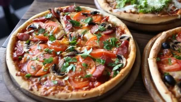 Tabulka s 3 připravená pizza