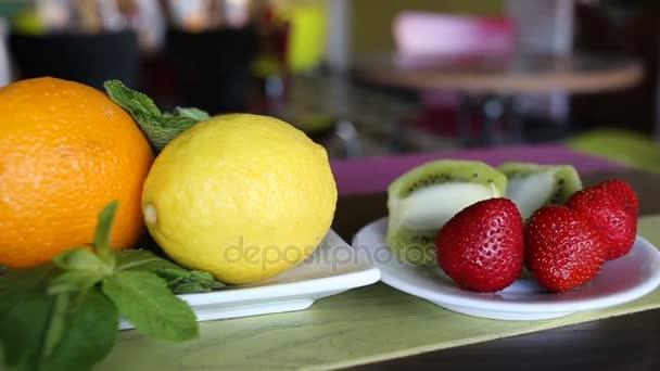 čerstvé ovoce na stole