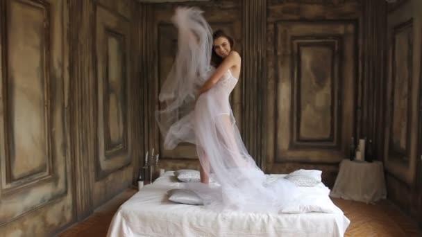 divertente mattina di posa sul letto il indossando lingerie BODY bellezza modello sexy