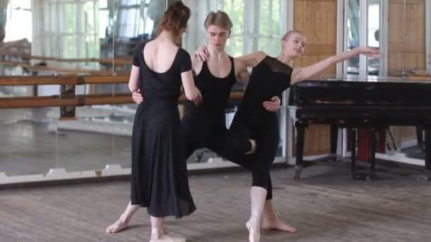 Three ballet dancers do ballet element