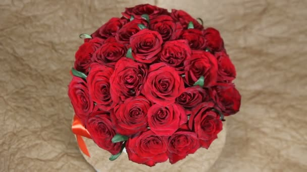 Red roses round flowers bouquet romantic turns