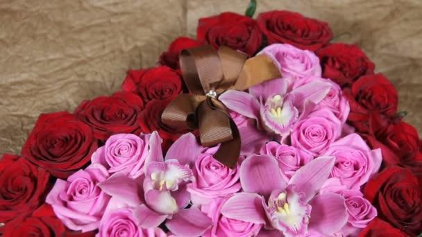 Gyönyörű csokor barna íj