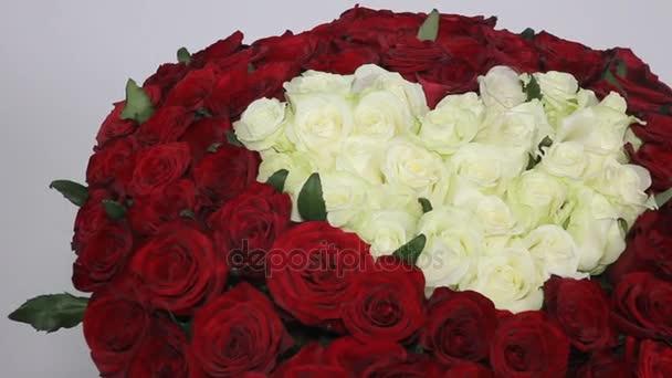 Ramo De Flores Rojas Y Blancas