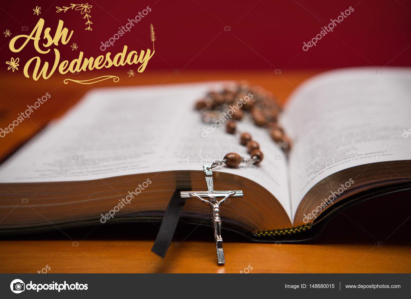 Imágenes Biblias Abiertas Con Mensajes Rosarios Descansando Sobre