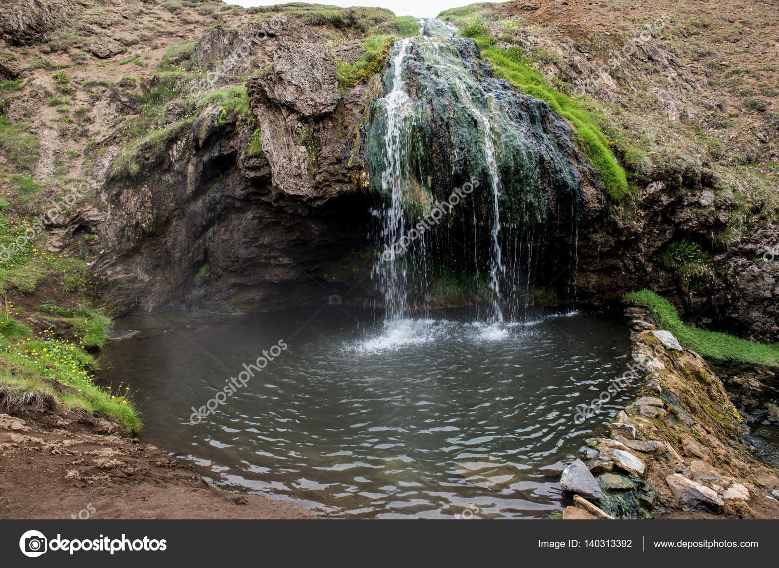 Piscina geotermica laugarvellir e doccia calda naturale u foto