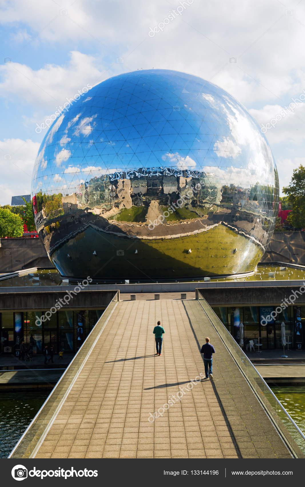 Vector industrie france la geode in the parc de la for Foto villette