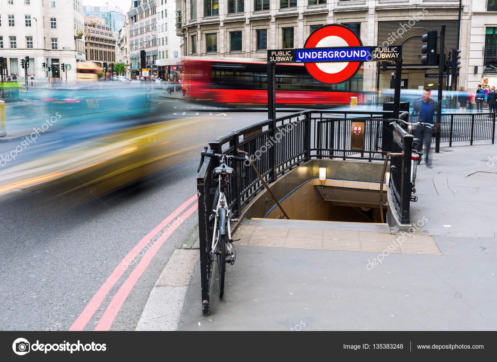 ロンドン地下鉄のモニュメント駅...