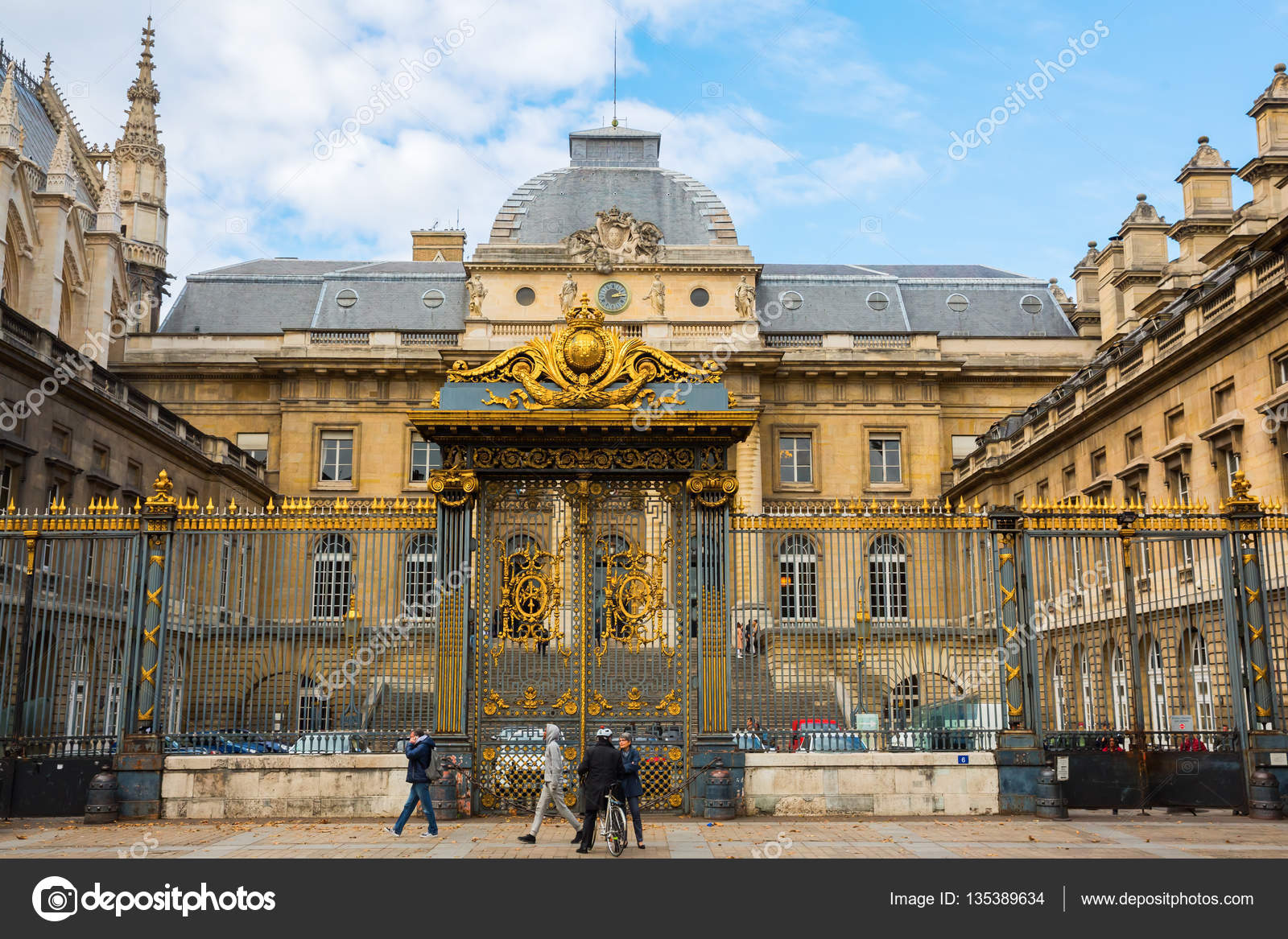 11d8d769666 Palais de Justice on the Ile de la Cite in Paris — Fotografia de ...