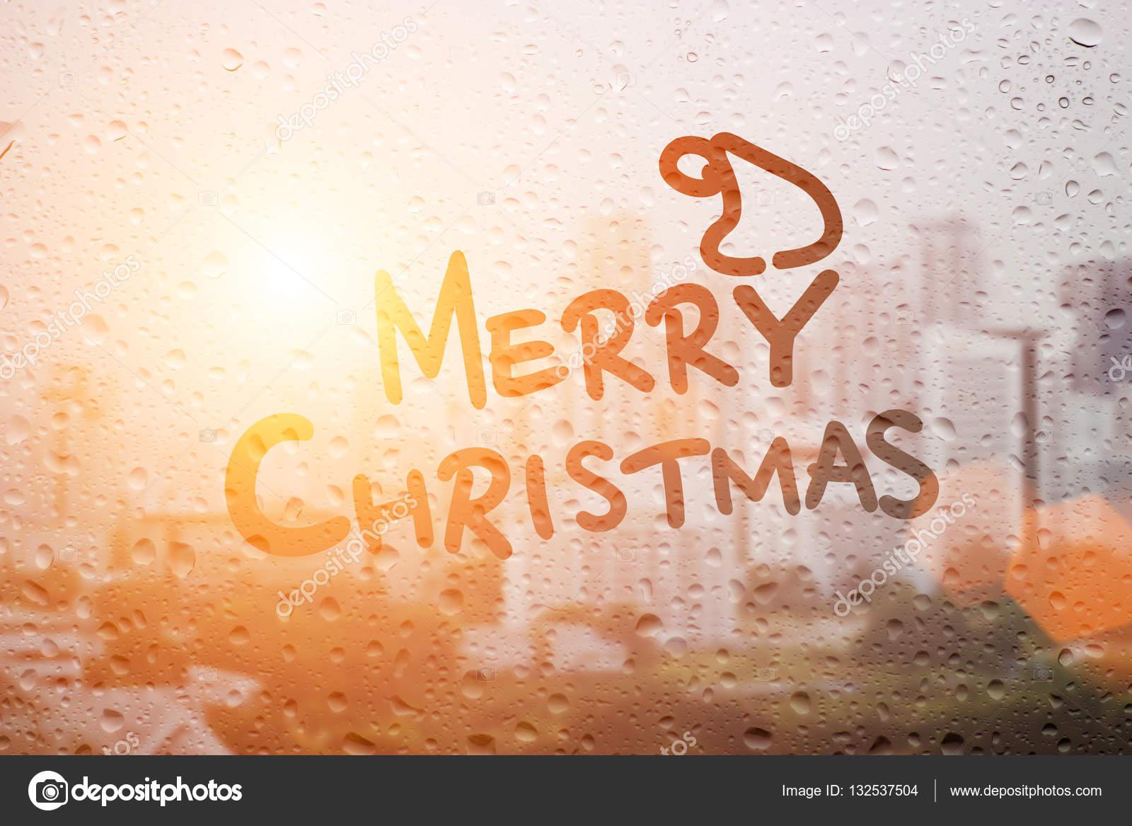Kerstmuts Met Licht : Kerstmuts en woord regent in ochtend licht tekenen u stockfoto