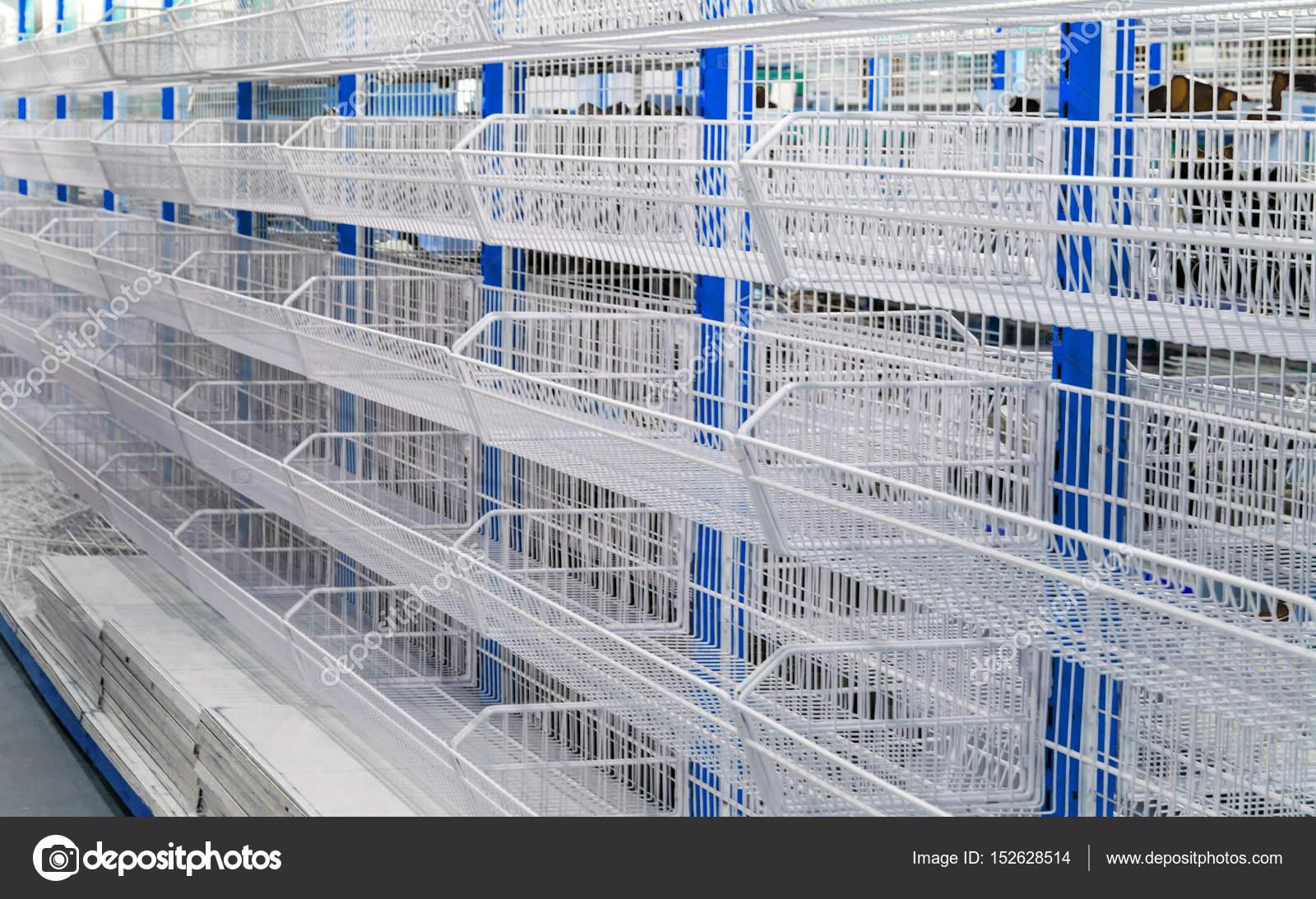 Puste Półki W Sklepie Zakupy Dla Sprzedaży Zdjęcie