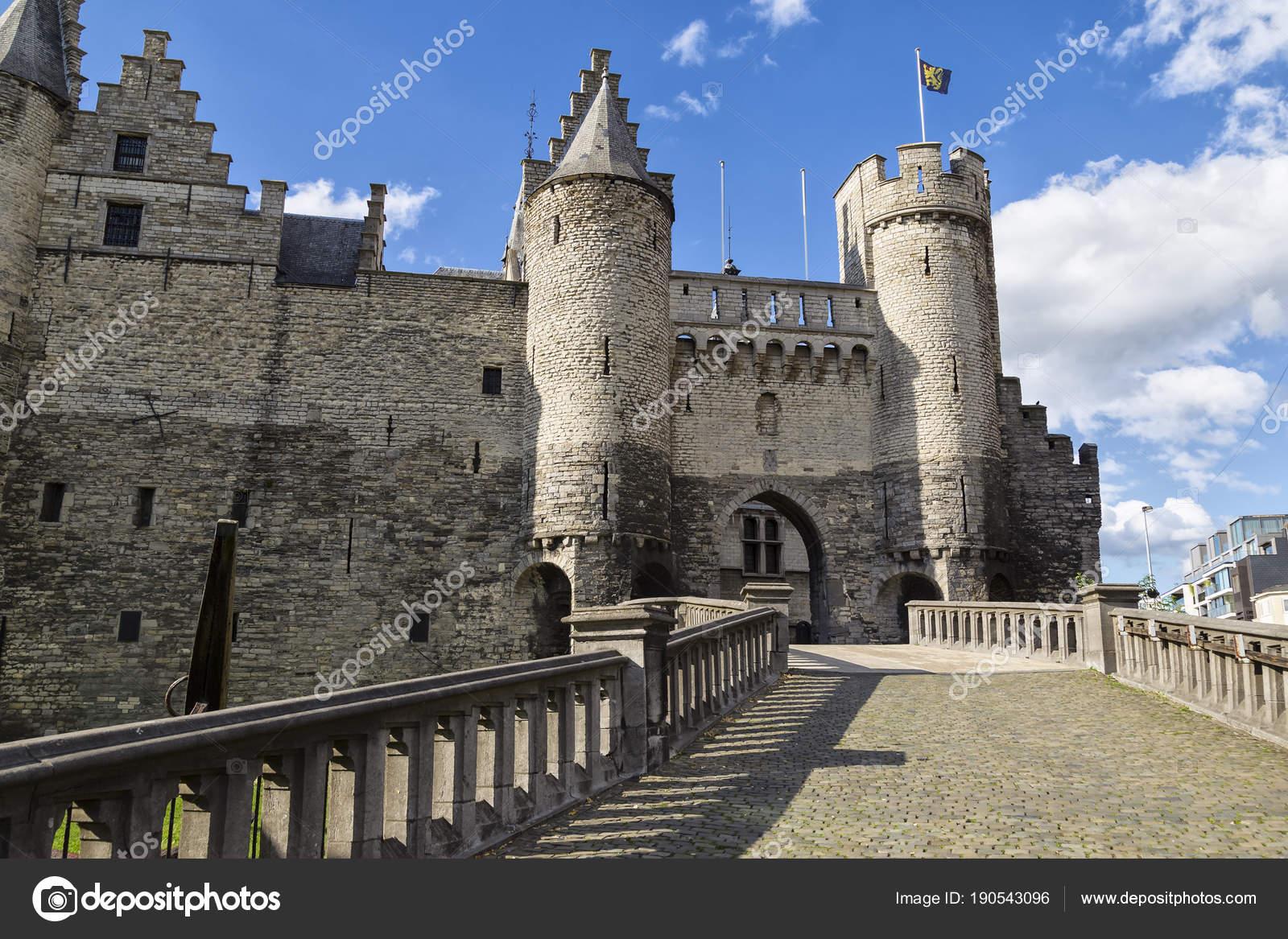 Fortaleza medieval de piedra Het Steen, ciudad de Antwerp, Bélgica ...