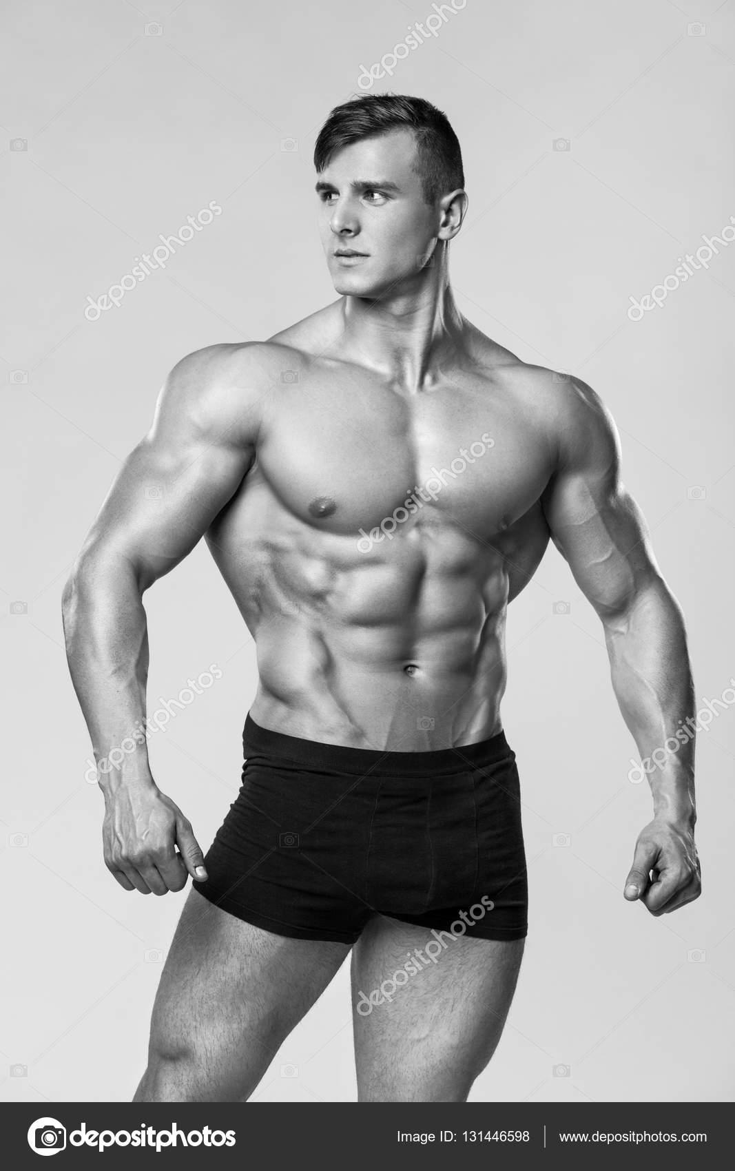 a2ae5fe7b6 Modelo de fitness hombre sexy en ropa interior. Torso desnudo masculino  fuerte abs — Foto