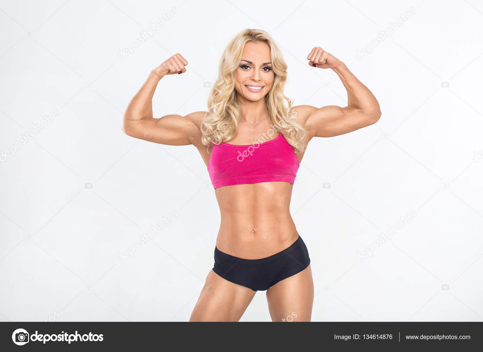 6a7a60344 Young beautiful woman posing in a gym outfit. — Stock Photo © photo ...