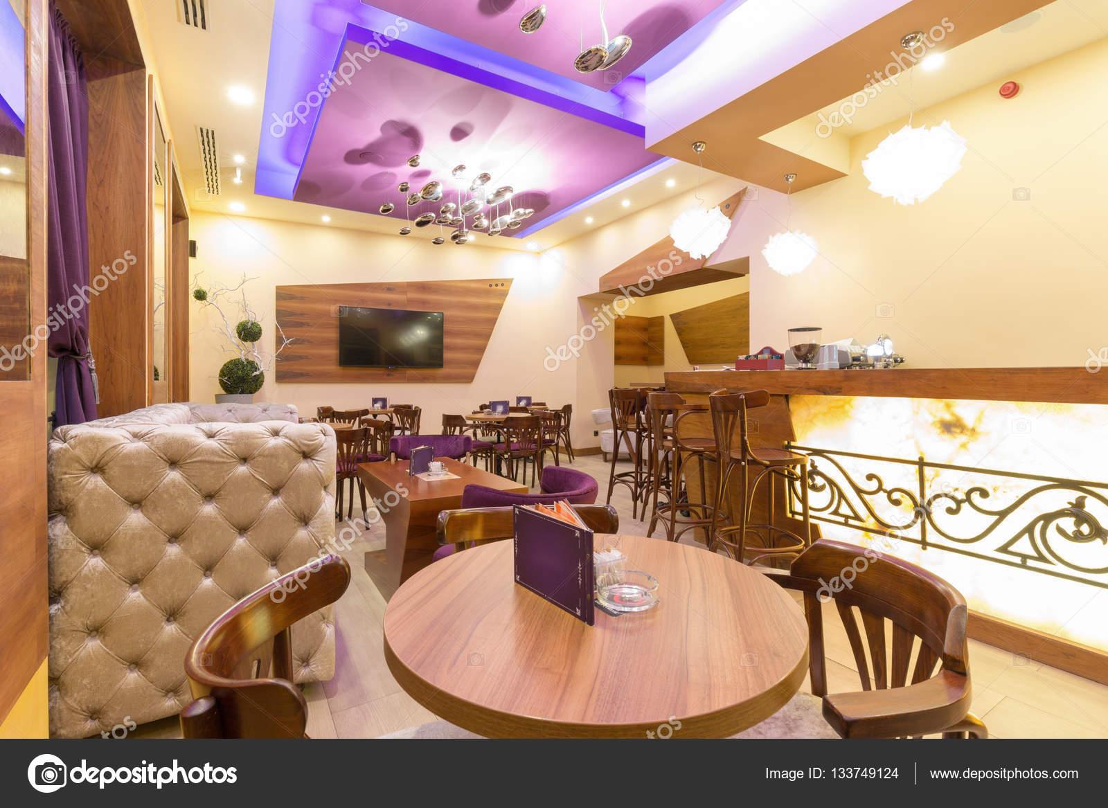 Interieur eines modernen Café-bar — Stockfoto © rilueda #133749124