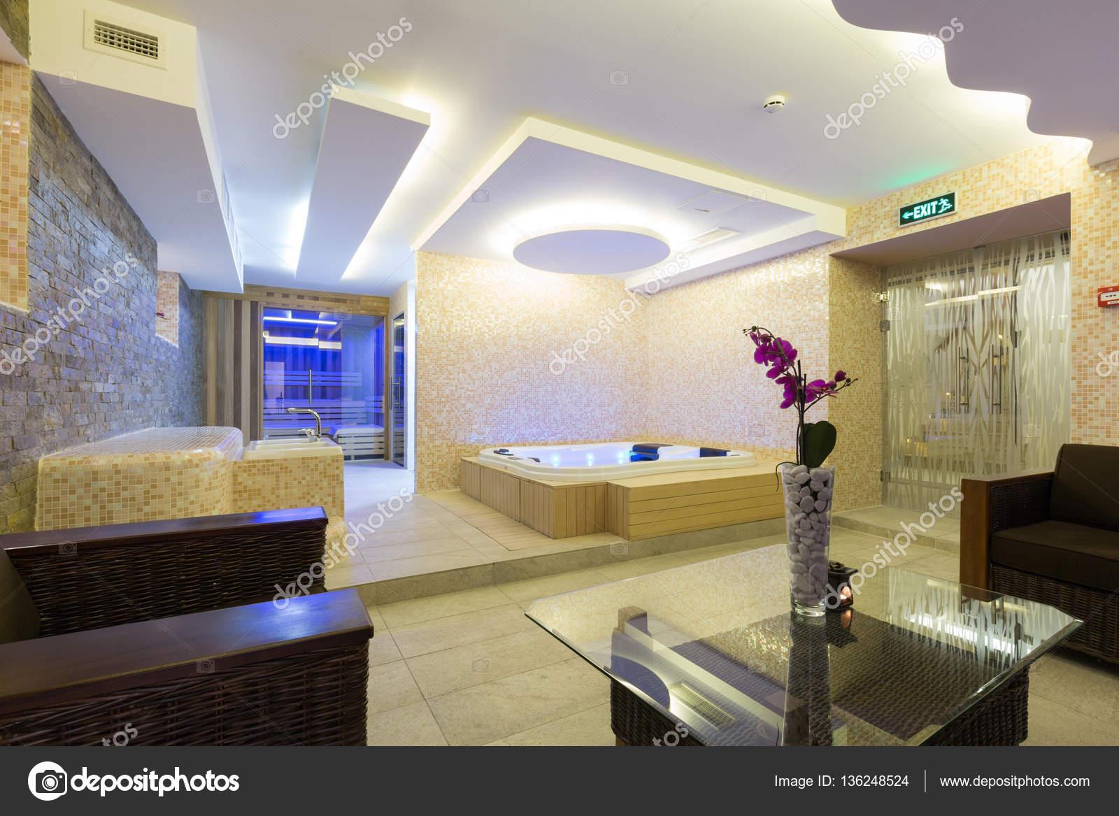 Innen ein modernes Hotel-Spa-center — Stockfoto © rilueda #136248524