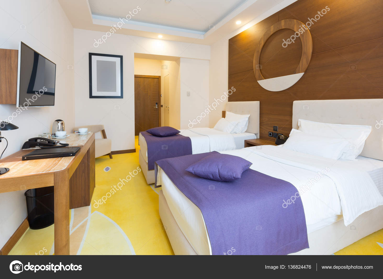 Hotel Slaapkamer Inrichting : Moderne nieuw hotel slaapkamer interieur u stockfoto rilueda